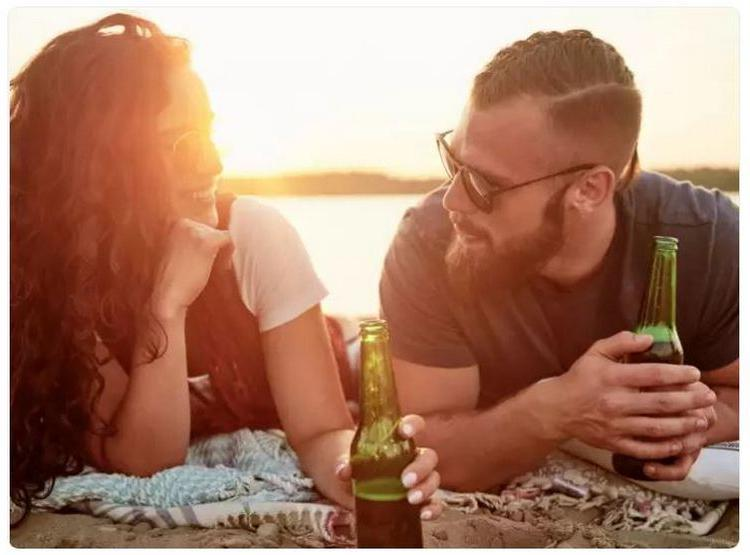 Зрительный контакт, легкие прикосновения: язык тела, который указывает на здоровый брак