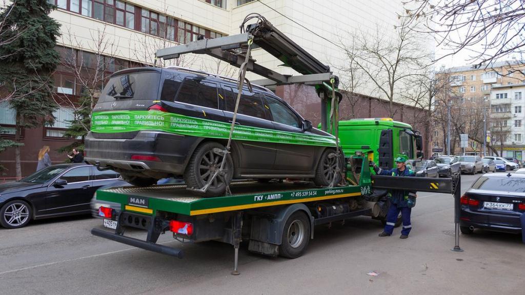 Volkswagen на Варшавском: названы чаще всего эвакуируемые в Москве автомобили и распространенные места неправильной парковки