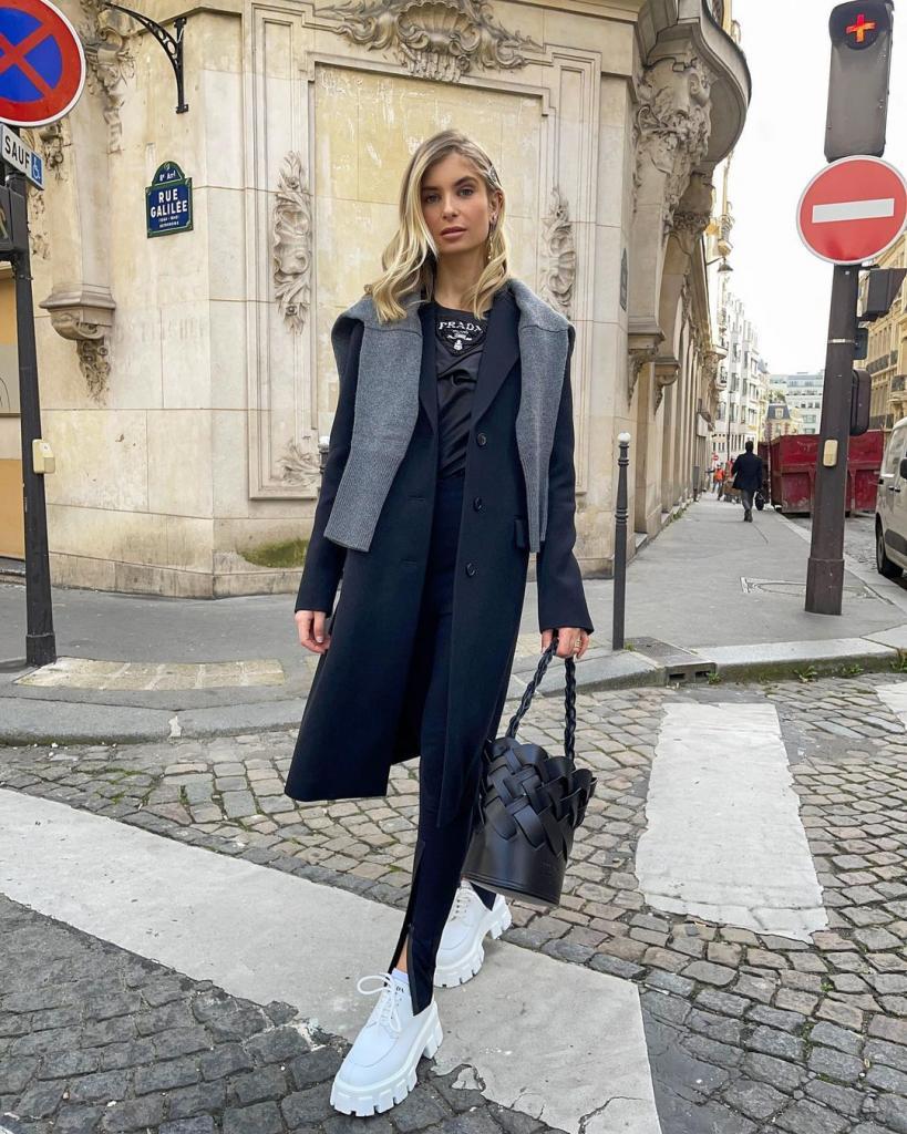 Как стильно носить пальто весной-2021: стильные образы инстаграм-модниц, которые просто и легко скопировать