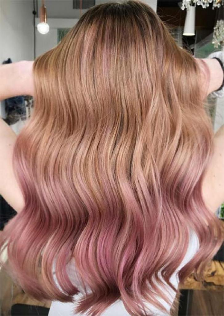 """Цвет волос """"розовое золото"""" более естественный, чем обычный """"розовый"""": идеальный оттенок для весны 2021 года"""