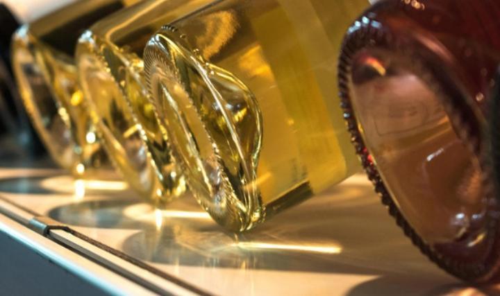 Для удобства производителей и потребителей: почему у стеклянных бутылок рифленое дно