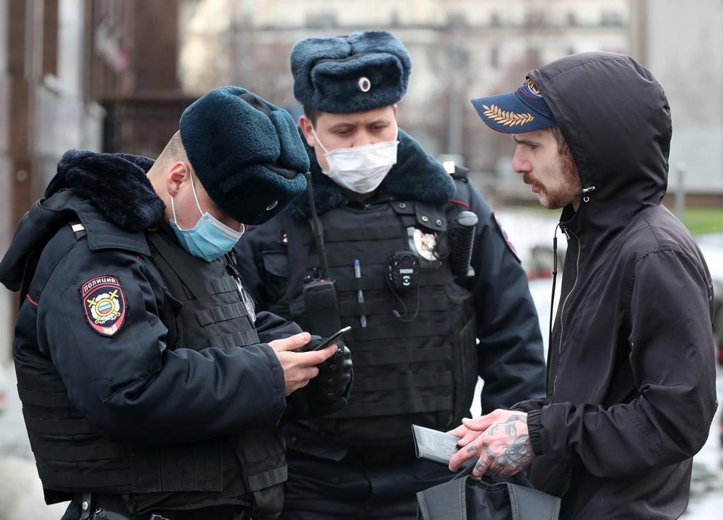 Сорвем маски: аналитики узнали, от какого из ковидных ограничений жители столицы желают избавиться больше всего