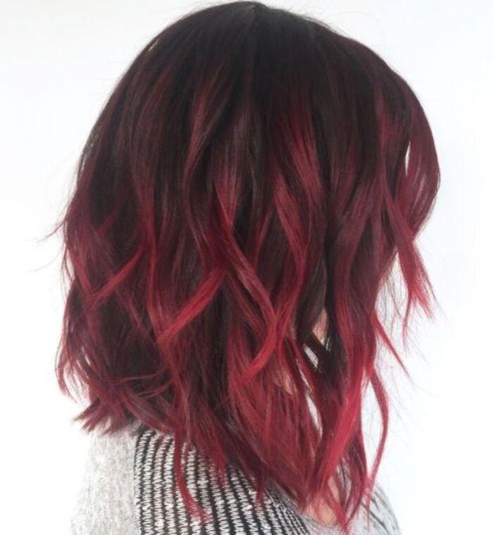 Если волосы короткие, это не означает, что на них нельзя сделать балаяж: модные образы