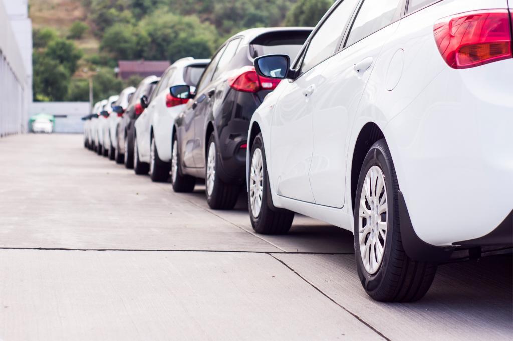Автомобили белого цвета признаны самыми выгодными для продажи в РФ