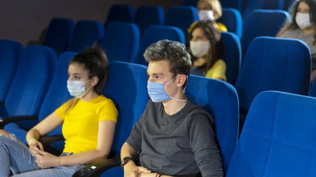 Мягкий диван лучше кресла в кино: пандемия ускорила рост рынка онлайн-кинотеатров в России