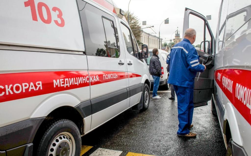 """Увидели человека без сознания на улице: три действия, которые нужно сделать до звонка в """"скорую"""", чтобы помочь ему"""