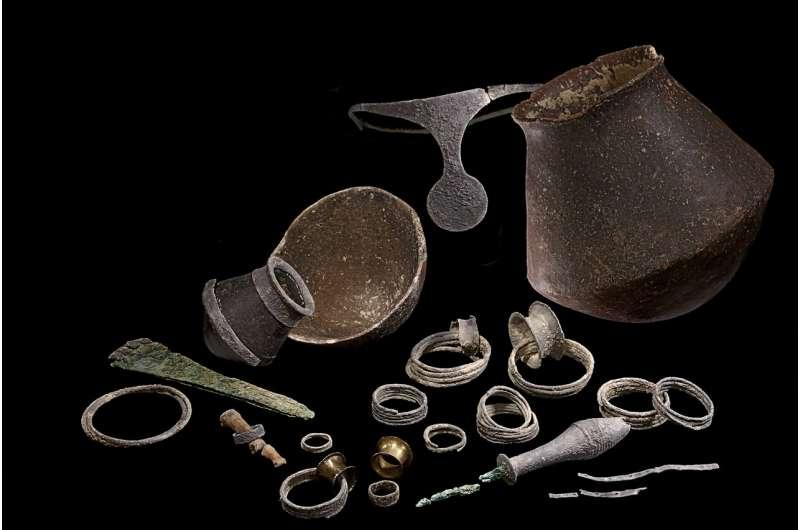 Тайна серебряной диадемы: археологи установили, что в Древнем Средиземноморье правили женщины