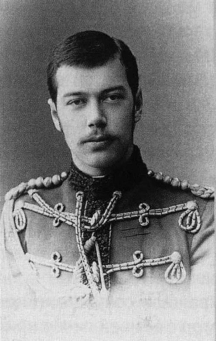 Николай Второй смолоду любил мундиры