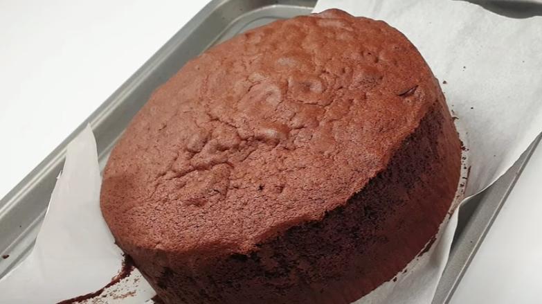 Зеркальный тортик с белым и молочным шоколадом: манящий аромат и привлекательный вид