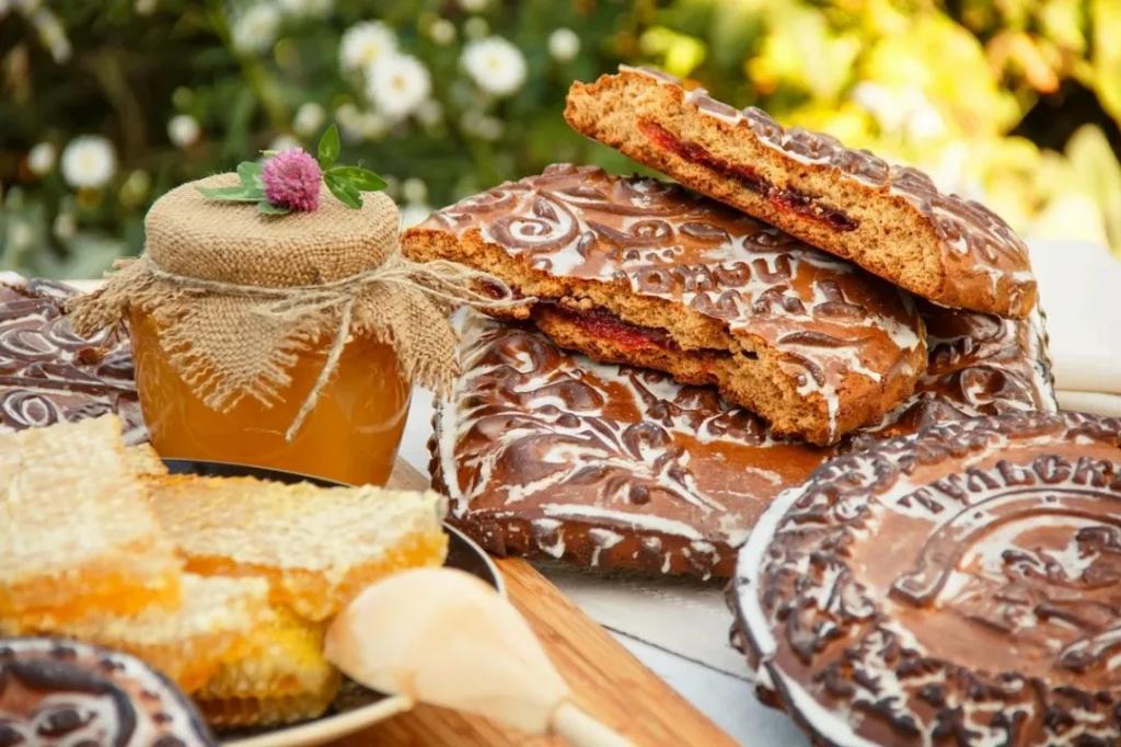 """""""Пьют чай с сахаром и медом заедают"""": китаец перечислил самые необычные и вкусные сладости в России"""