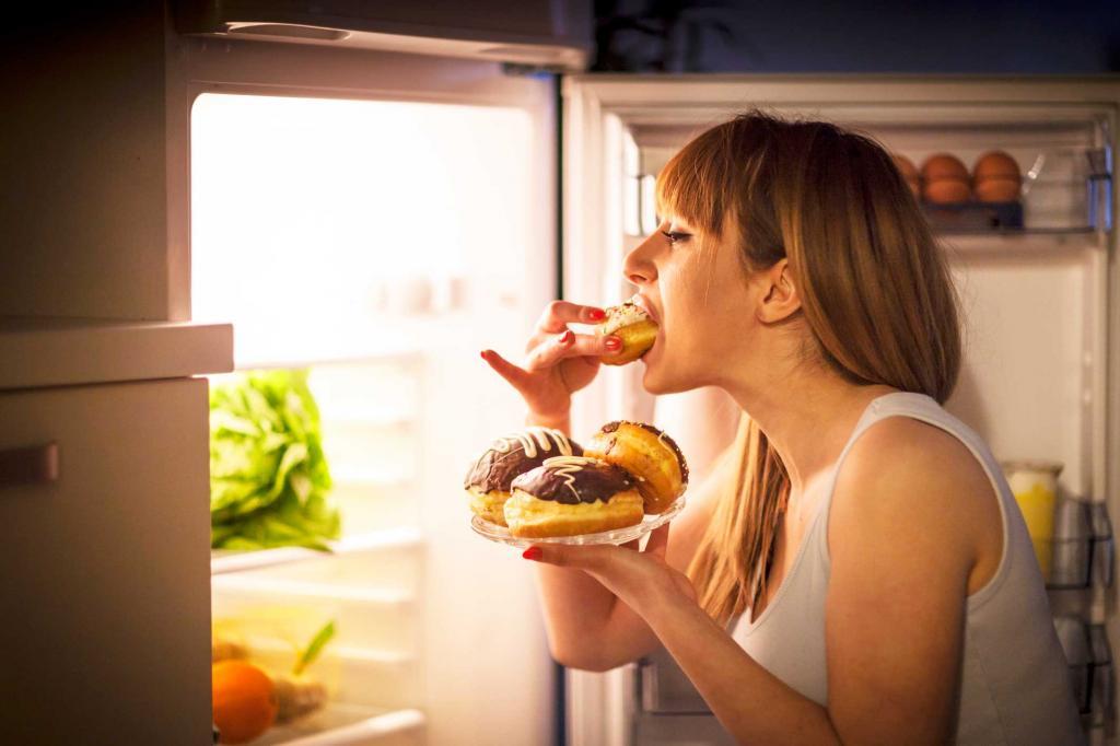Специалист рассказал, какой продукт поможет избежать переедания. Хватит и горсточки перед приемом пищи