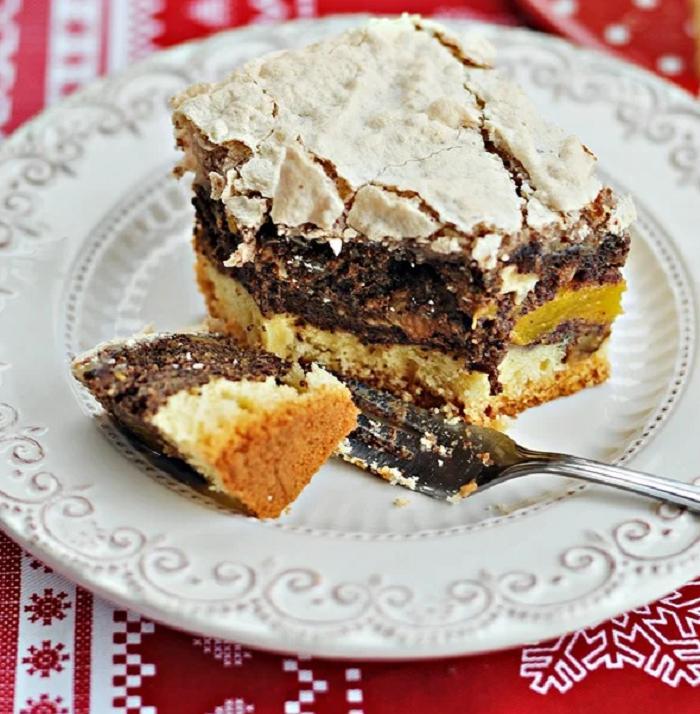 Маковый пирог с персиками и нежной корочкой из миндального безе: рецепт десерта для любителей мака