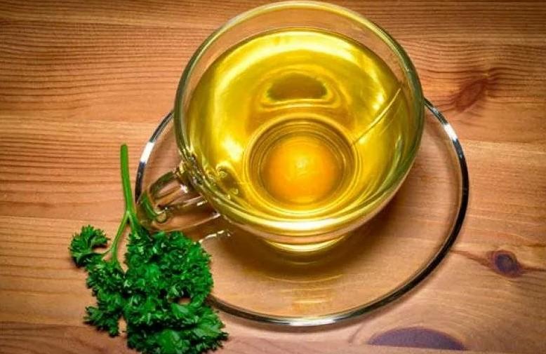 Отвар из стеблей петрушки для здоровья десен, повышения иммунитета и выведения токсинов: домашний рецепт