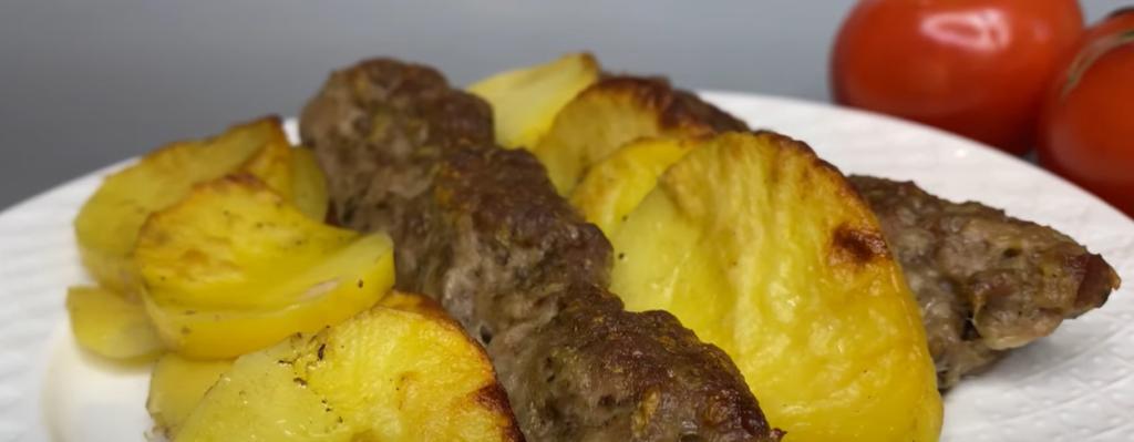 """Деталь, которая полностью меняет вкус блюда: почему многие хозяйки выкладывают картошку с фаршем """"зеброй"""""""