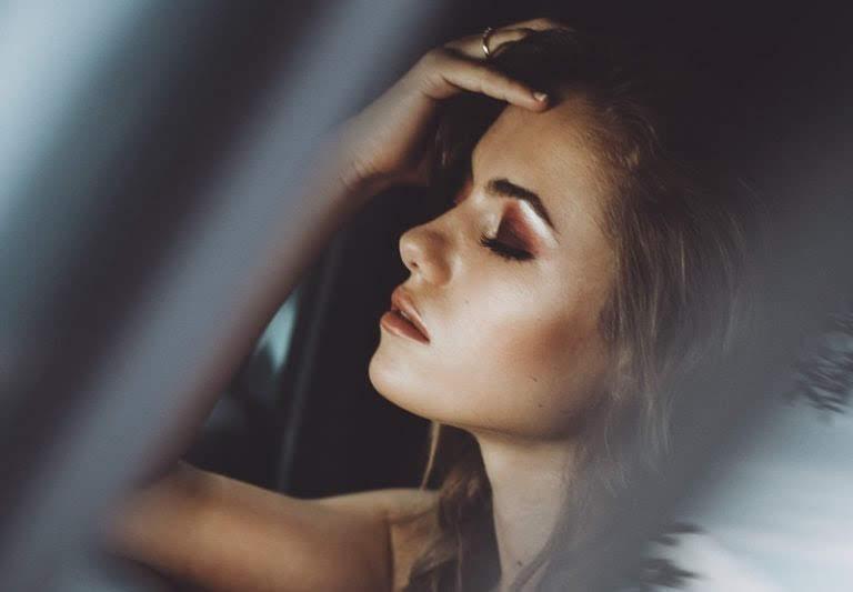 Нельзя нести ответственность за чье-то счастье: 10 сильных фраз одиночек об уроках, которые они усвоили в отношениях
