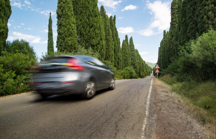 Как правило, проблему можно обнаружить только по звуку: почему трясется задняя часть машины