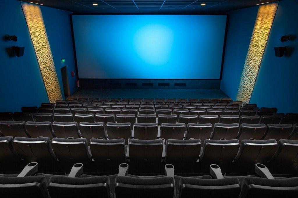 Чтобы помещения не пустовали: залы российских кинотеатров могут быть предоставлены любителям компьютерных игр