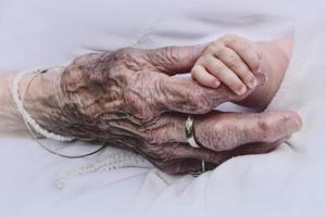 10 женщин, которые родили детей в пожилом возрасте