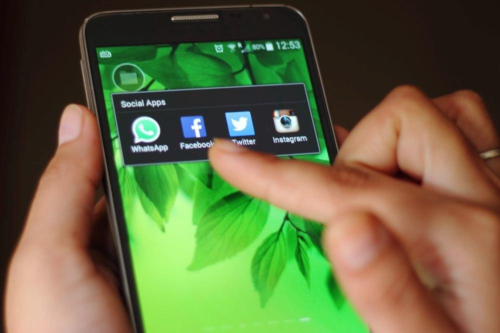 Обновленное пользовательское соглашение мессенджера WhatsApp создает риск слежки за пользователями