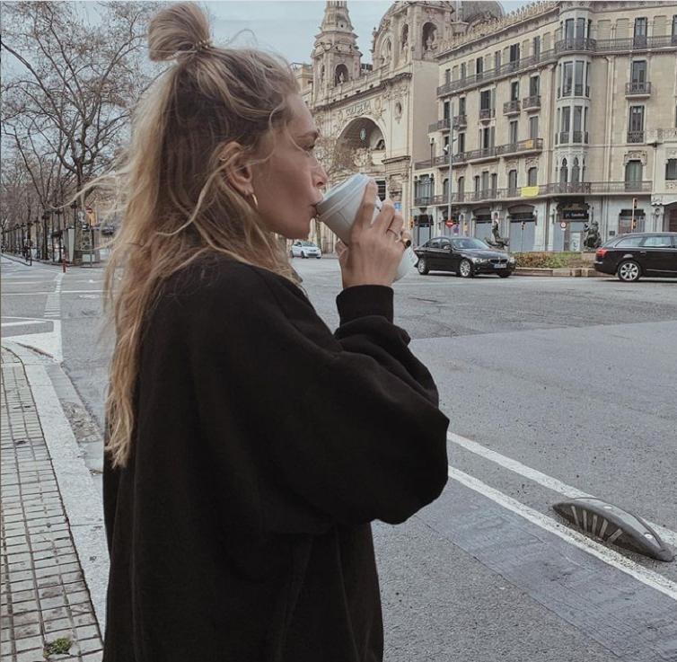 """Вера Брежнева стала одной из ведущих нового выпуска """"Орла и решки"""": певица рассказала, как пограничники дали ей 3 дня на съемки"""