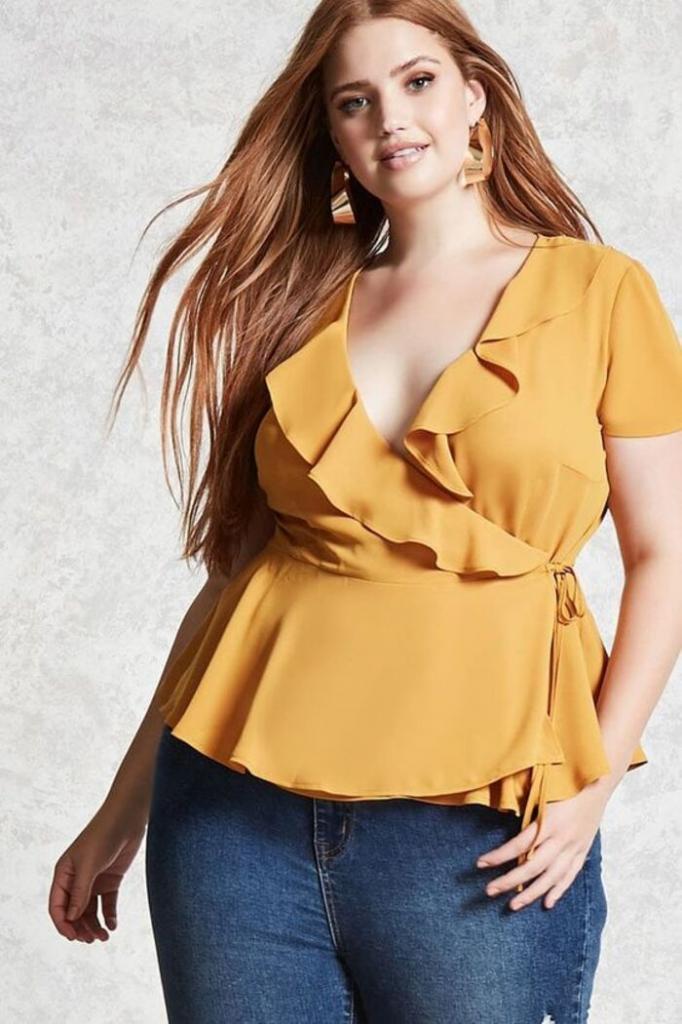 Элегантно и стильно: трендовые блузки весны для пышных дам и советы по их ношению