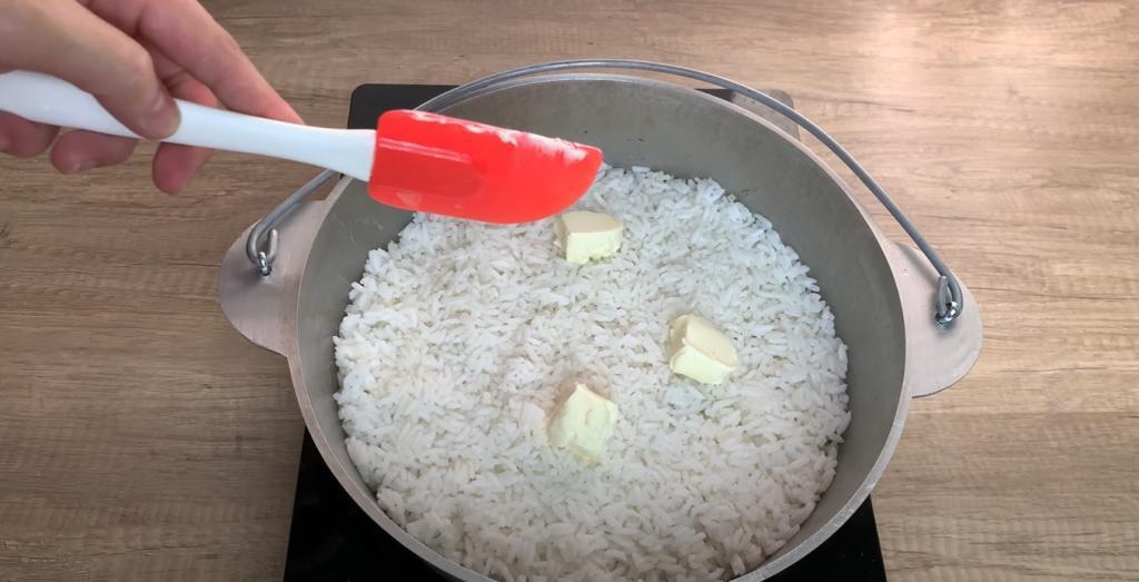 Для изысканного плова и мясо не нужно: в рис добавляем картофель