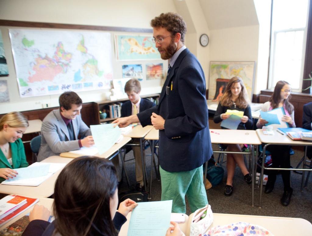 Учитель придумал интерактивное упражнение с бумагой, чтобы преподать урок тем, кто сидит на задних партах и мешает всем остальным