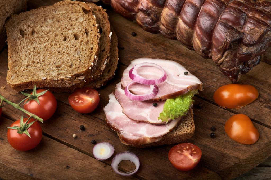 Россияне скоро смогут отведать мясо и хлеб с содержанием белка насекомых