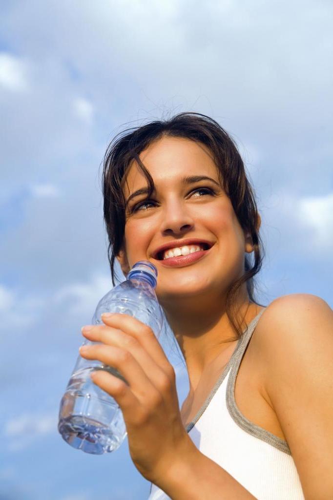 Все дело в происхождении слова: бутЫлированная или бутИлированная вода. Как правильно пишется и почему