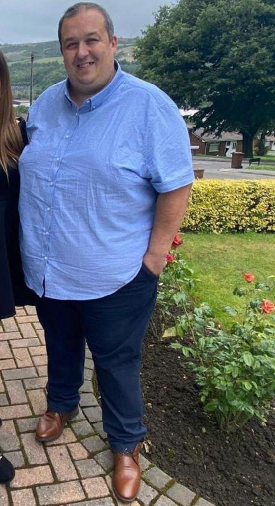 """""""Отказался от чипсов, каждый день гуляю с собакой"""": англичанин решил стать лучшим отцом своим детям и похудел на 63 кг за полгода"""
