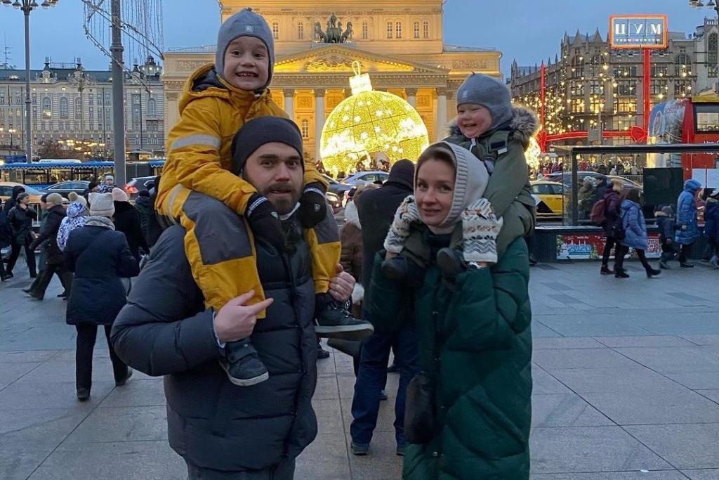 Любимый муж, три сына и старший ребенок супруга от первого брака: большая семья актрисы Ольги Сухаревой (новые фото)