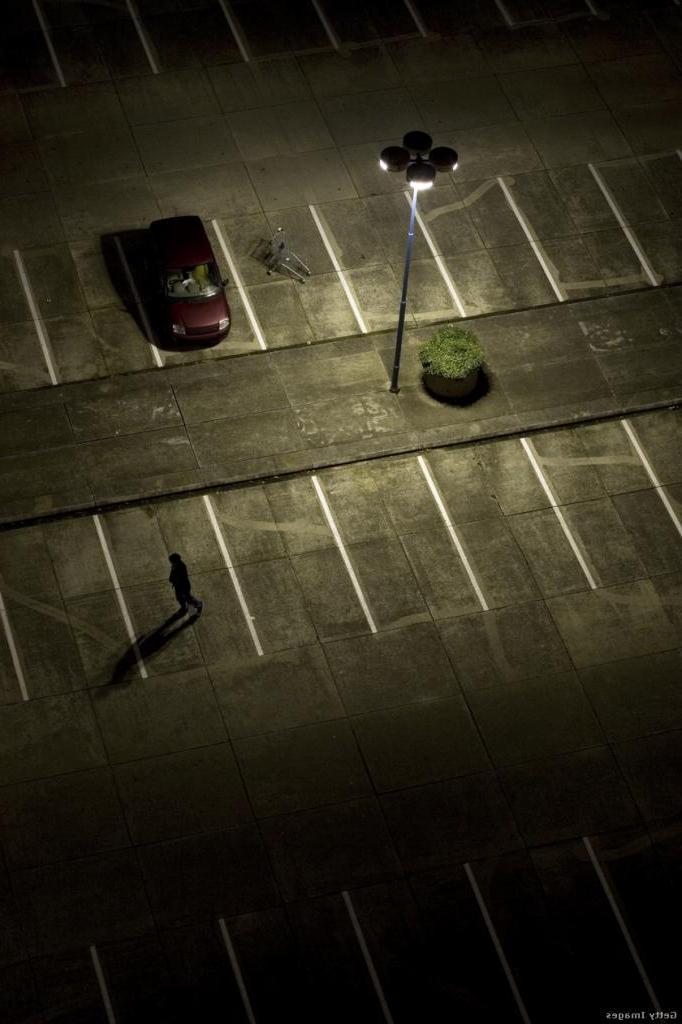 Убираем вещи и ставим машину под уличным фонарем: простые способы парковки с защитой от угона или взлома