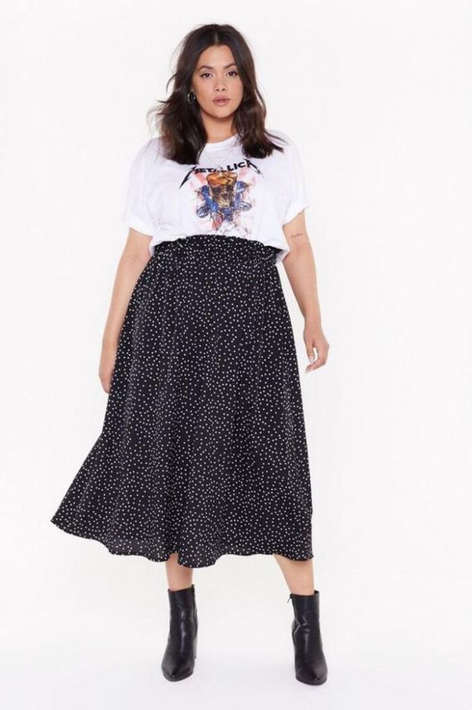 Немного эксперимента - и можно носить даже обтягивающие вещи: модные весенние наряды для пышных дам, которые хотят эффектно скрыть животик