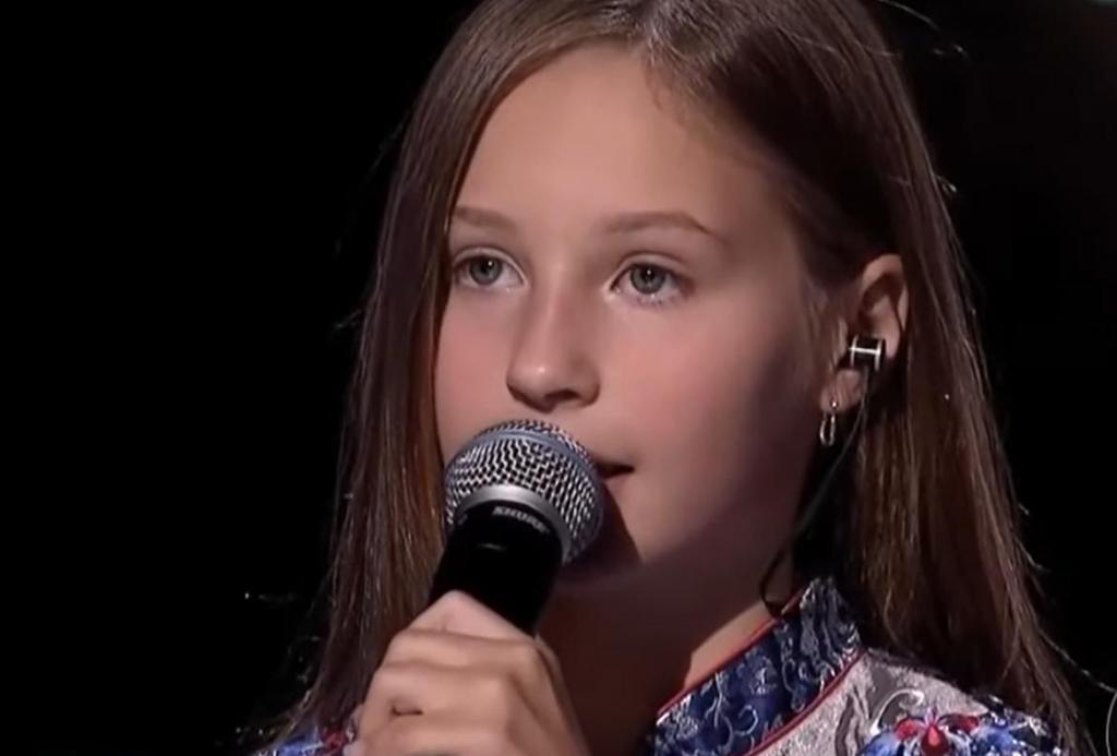 """Дочь Витаса Алла исполнила песню """"Подмосковные вечера"""": талант у девочки точно от папы (видео)"""