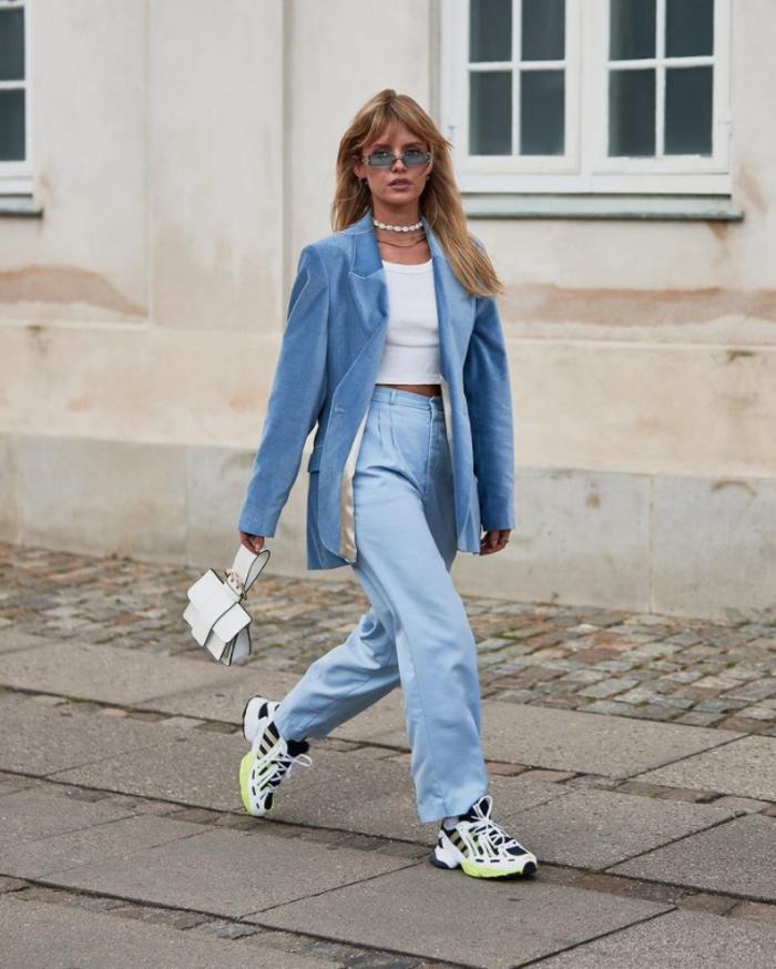 Не только сникерсы: модели обуви, с которыми модно носить джинсы оверсайз этой весной