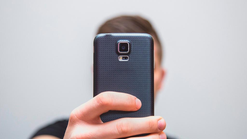 Эксперт Дмитрий Рябинин рассказал о дешевом способе защитить персональные данные на смартфоне и сам гаджет