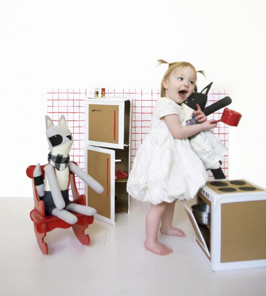 Делаем симпатичную игровую кухню для детей. Берем картонные коробки и подключаем фантазию