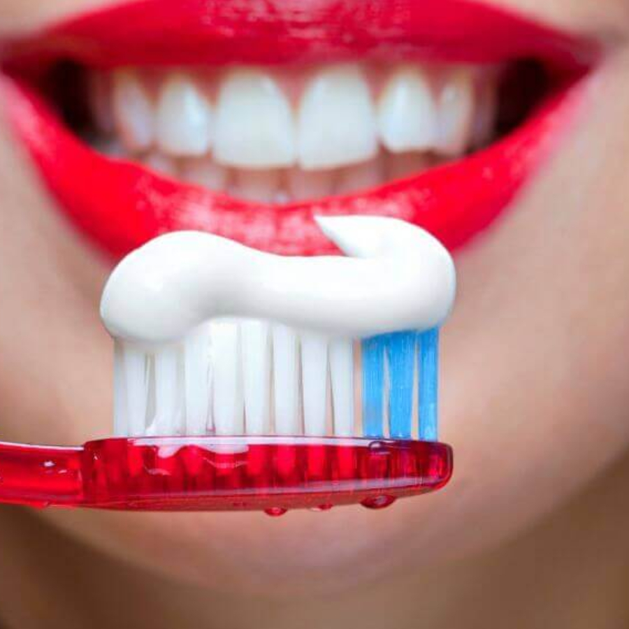 """""""Подойдут обычные профилактические"""": как правильно выбрать безопасную зубную пасту (совет стоматолога)"""