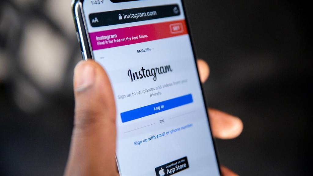 Роскомнадзор передумал: в России не станут запрашивать паспорта при регистрации в социальных сетях