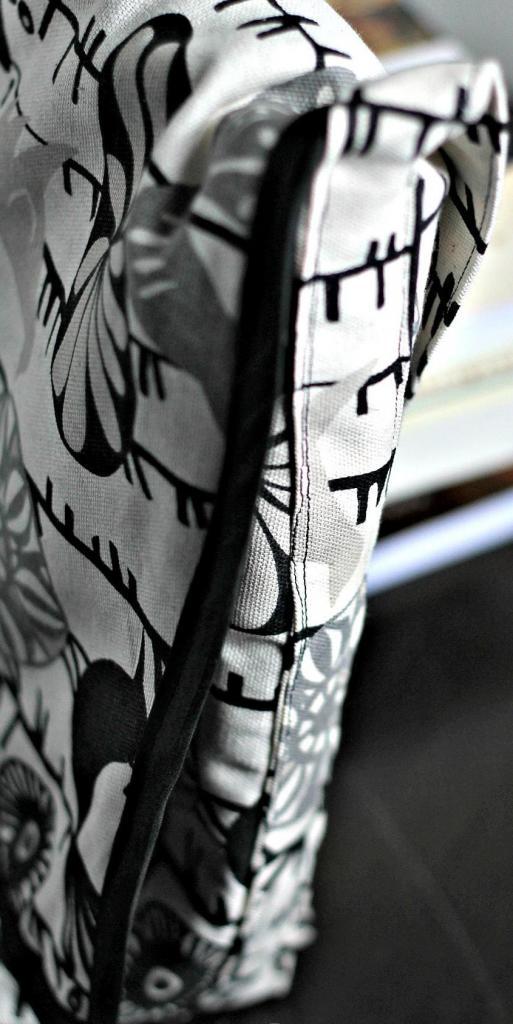 Как из красивой ткани сшить удобную сумку для ноутбука. Смотрится презентабельно и идеально подходит по размеру