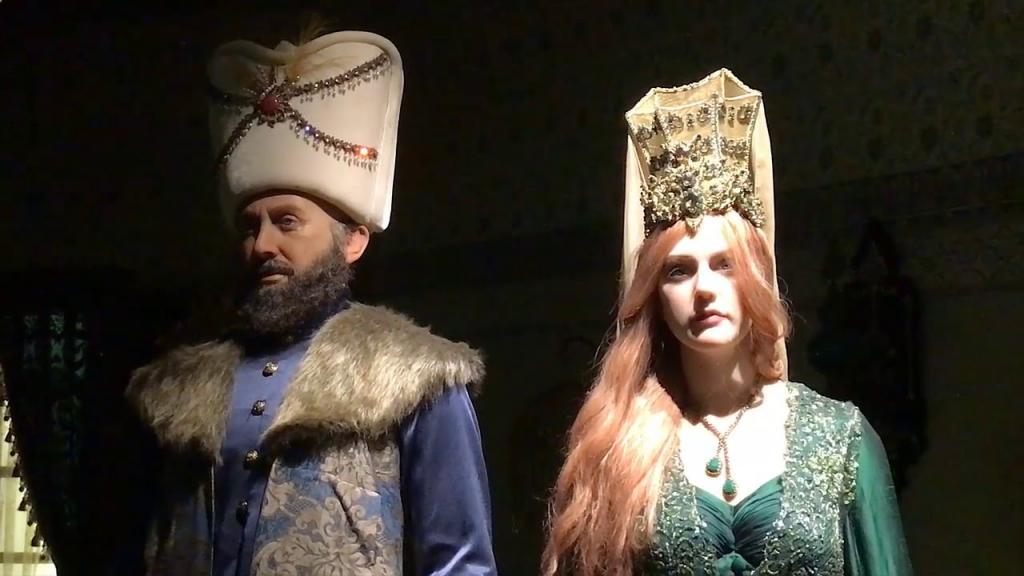 """Платья за 300 000 рублей, настоящие драгоценности и особенный павильон: как проходили съемки """"Великолепного века"""""""