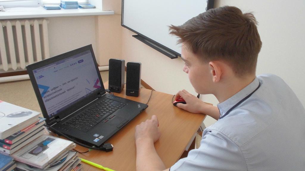 Глава Роспотребнадзора Анна Попова отметила повышенную угрозу здоровью детей из-заонлайн-обучения