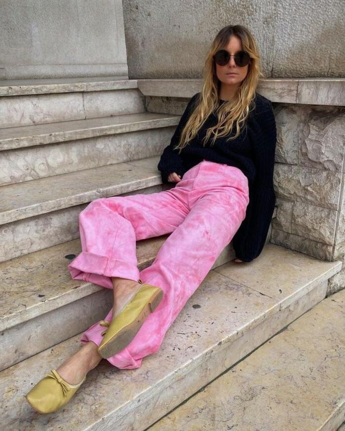 Лучшая альтернатива всем джинсам: с чем носить весной брюки с ярким принтом - новым трендом сезона
