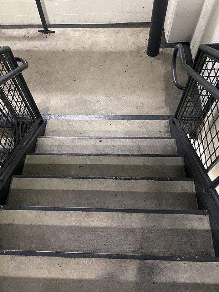 Где ступени? Лестницы, цвет и форма которых введут в заблуждение любого (фото)