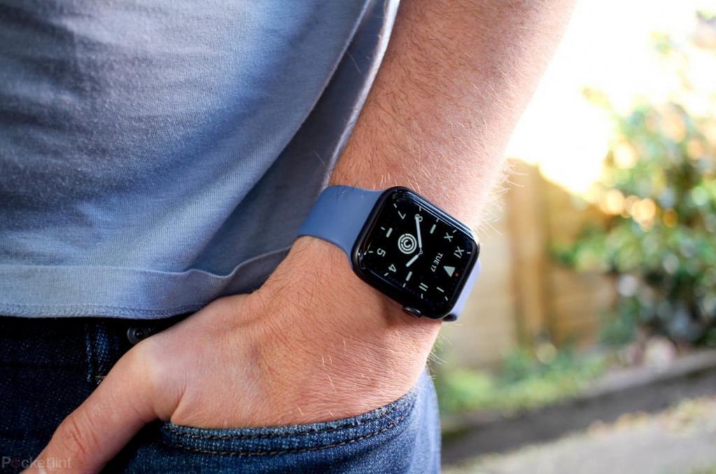 Apple планирует выпустить новую модель Apple Watch с прочной конструкцией для защиты устройства в экстремальных условиях