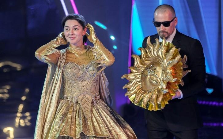 Подошла очередь Солнца снять маску: Родригез и Ревва правильно догадались, кто под ней скрывался