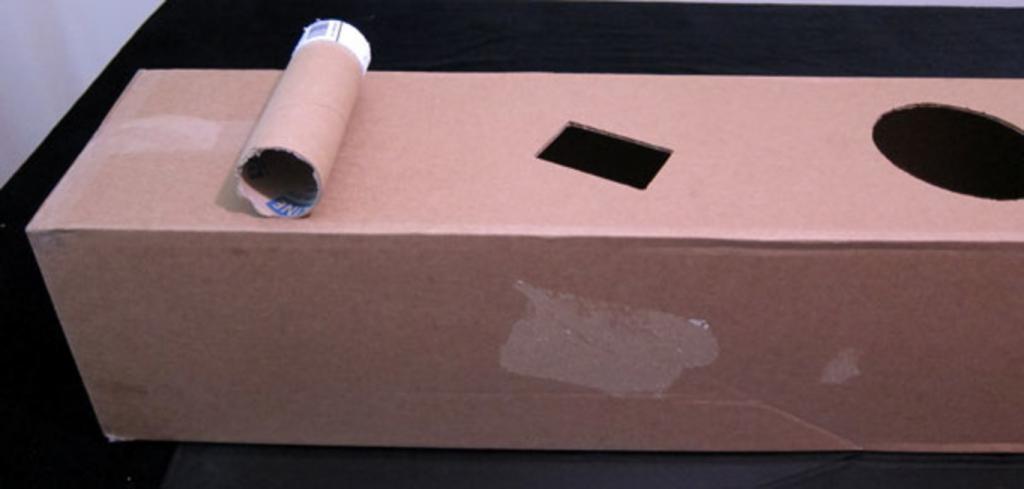Как из картонной коробки сделать кошачий домик с игрушками и когтеточкой: недорогой и очень уютный