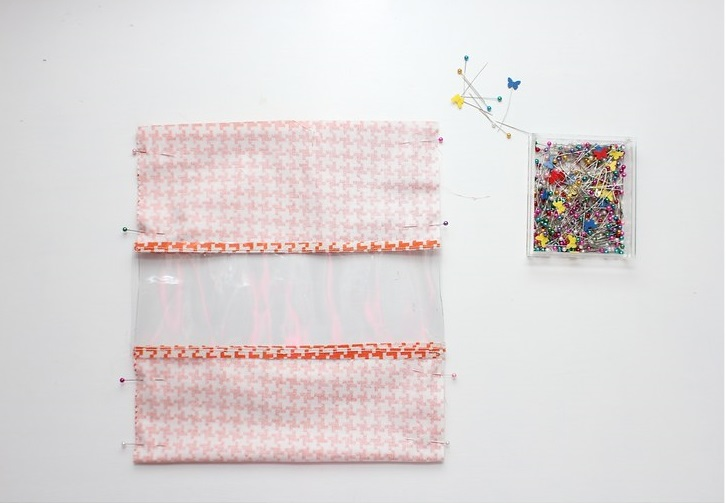 Делаем удобные мешки для хранения игрушек. Они прозрачные, прочные и смотрятся симпатично