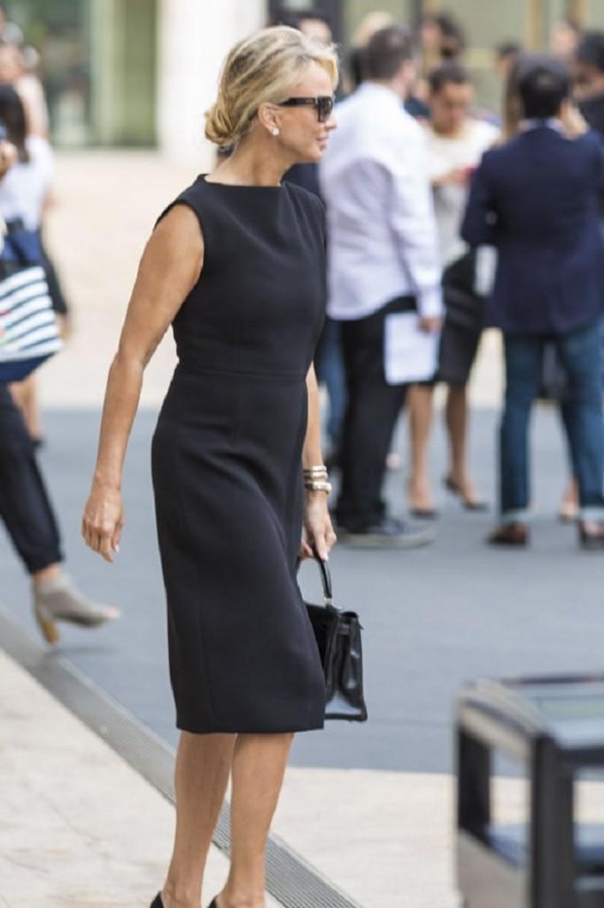 Как носить черный женщинам за 40: подборка модных образов