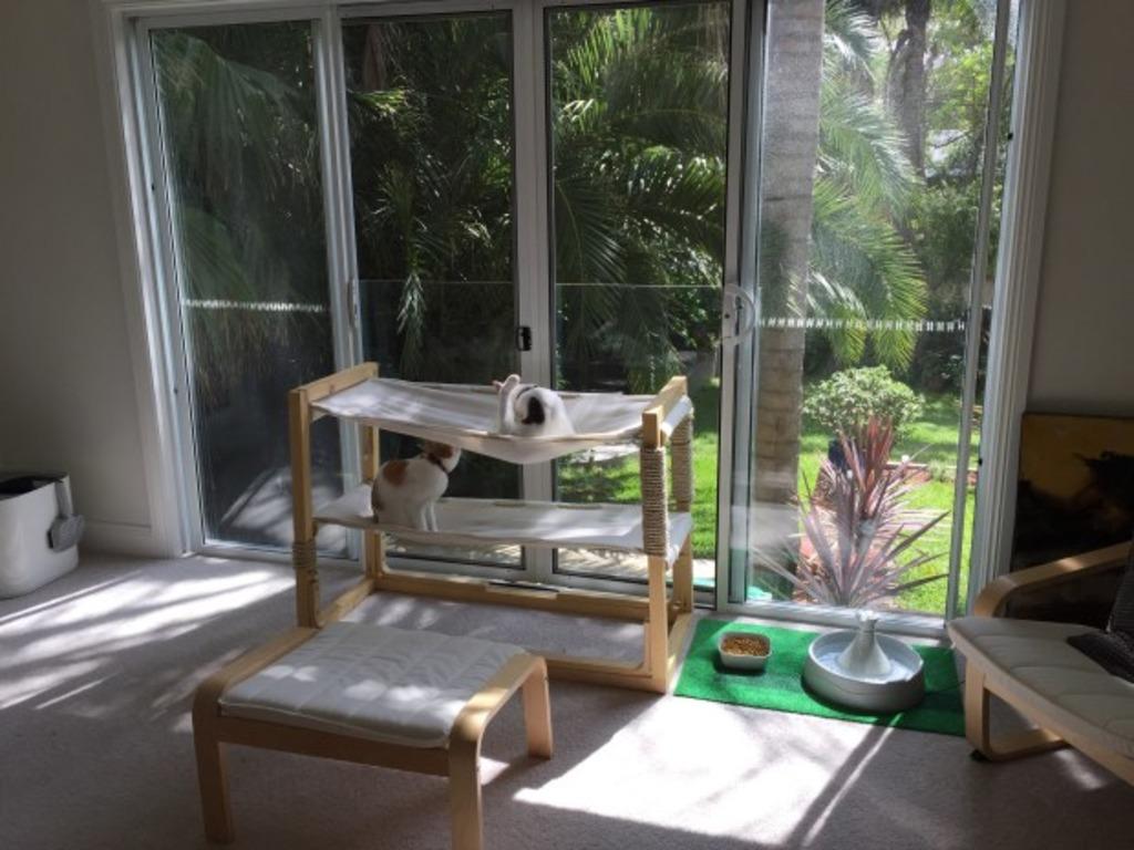 Как сделать для кошки двухъярусную кровать-гамак: намного дешевле магазинного варианта